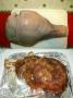 Μπούτι από χοιρίδιο με κόκκαλο και δέρμα